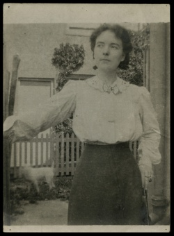 Katherine Mansfield. Photograph from the Katherine Mansfield Papers.