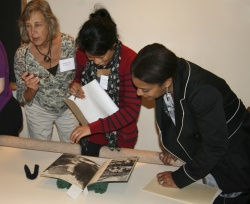 Teachers examine objects from the Newberry's collections.